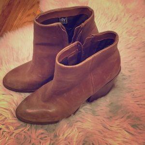 Dolce Vita size 8M heeled booties